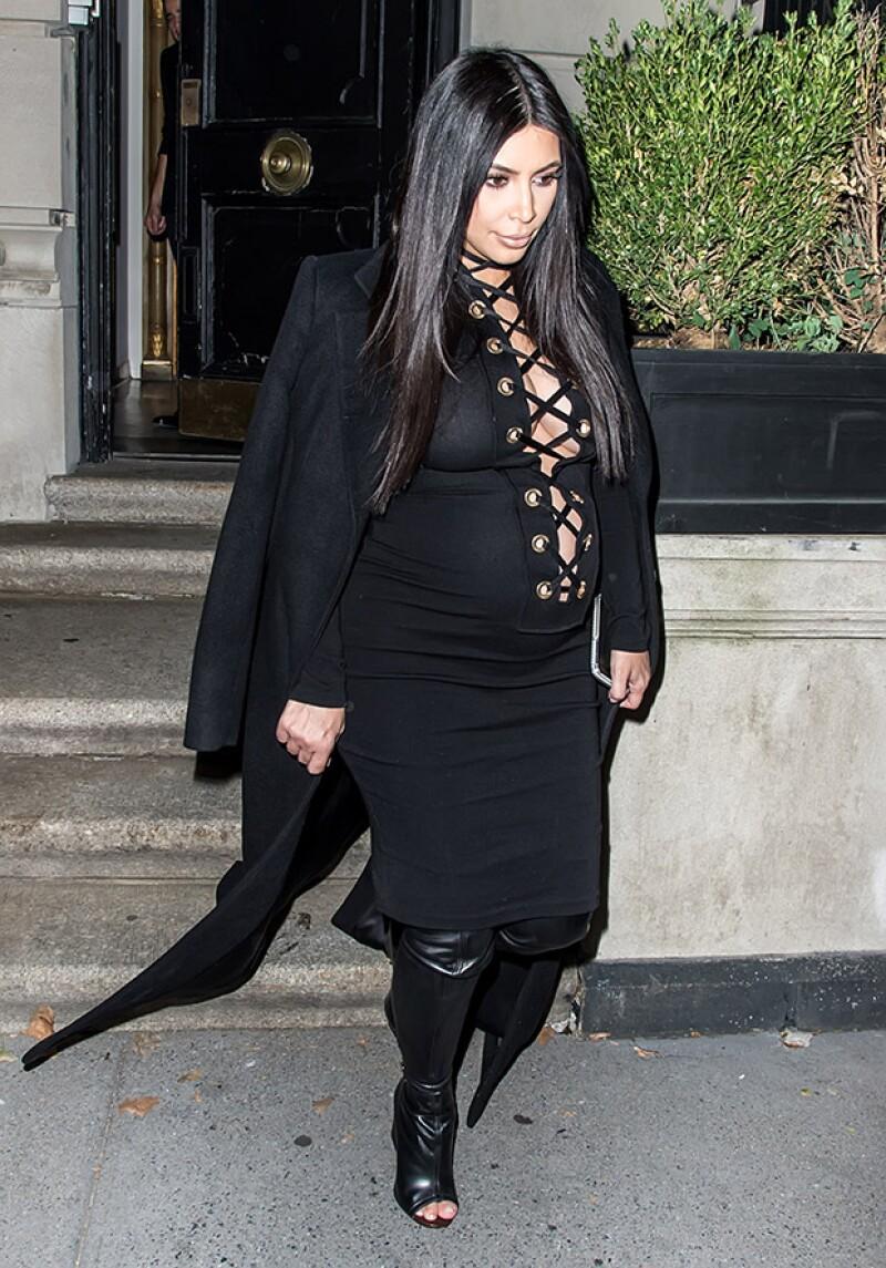 Durante sus embarazos, Kim se ha arriegado con looks reveladores.