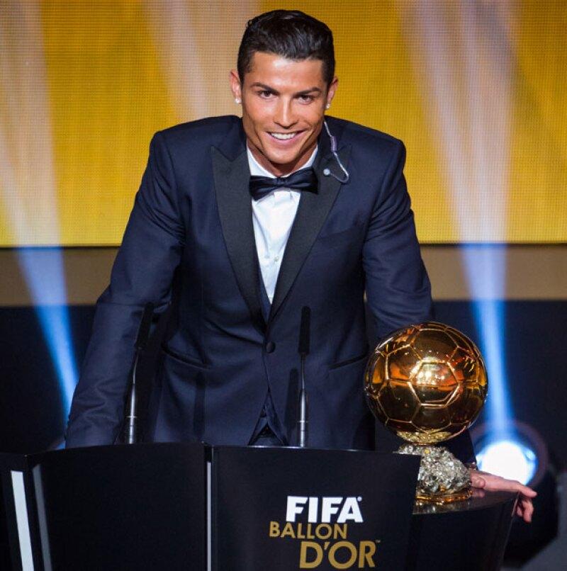 El delantero portugués emitió un grito gutural para festejar su victoria, mientras entre el público, su actual entrenador en el Real Madrid, Carlo Ancelloti, esgrimía una sonrisa comprensiva.
