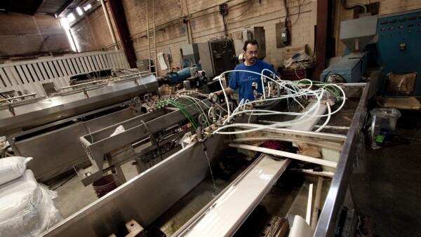En casi cuatro d�cadas, esta empresa ha fabricado 1,200 m�quinas para el sector pl�stico.