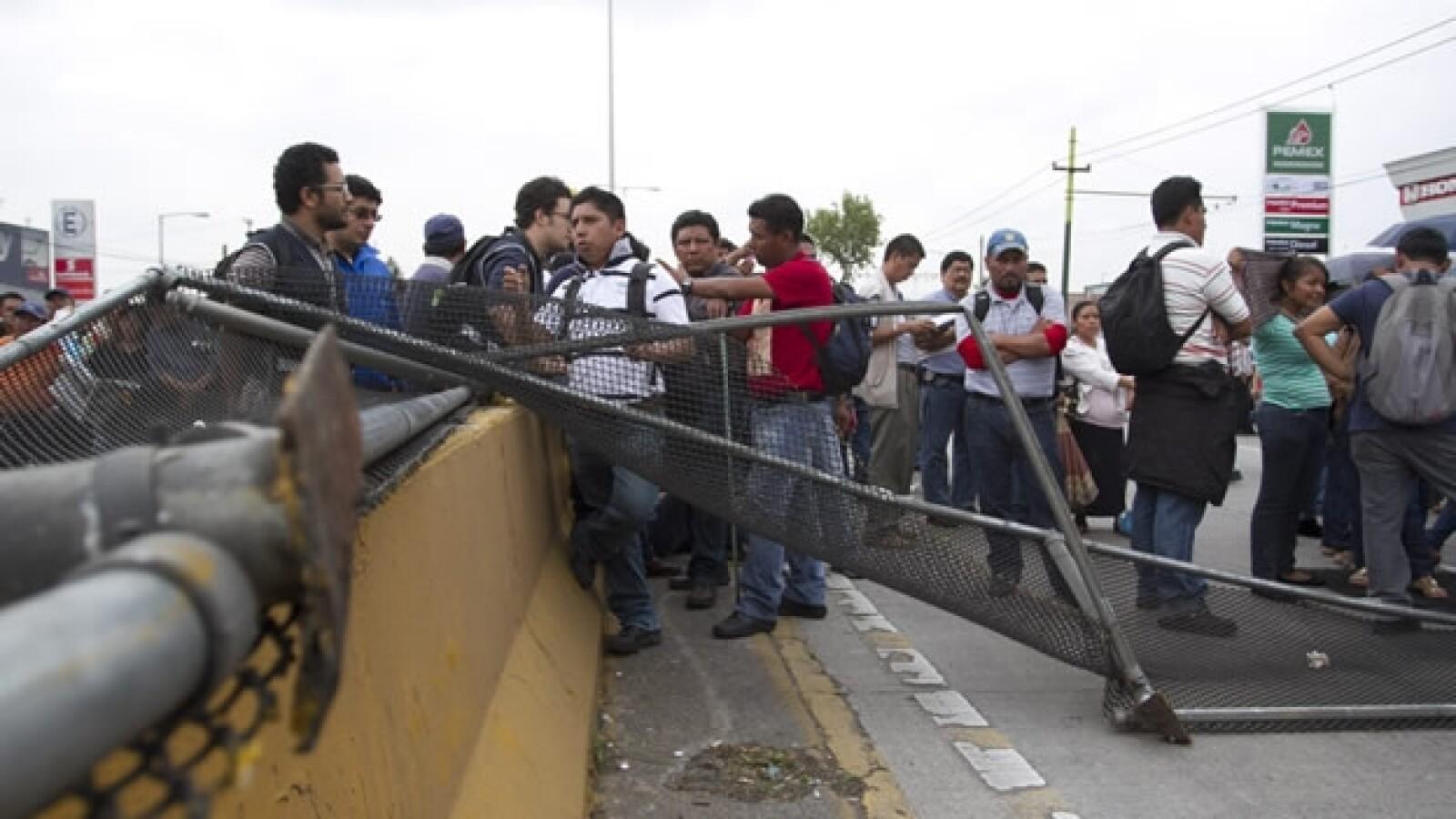 bloqueo aeropuerto CNTE 8