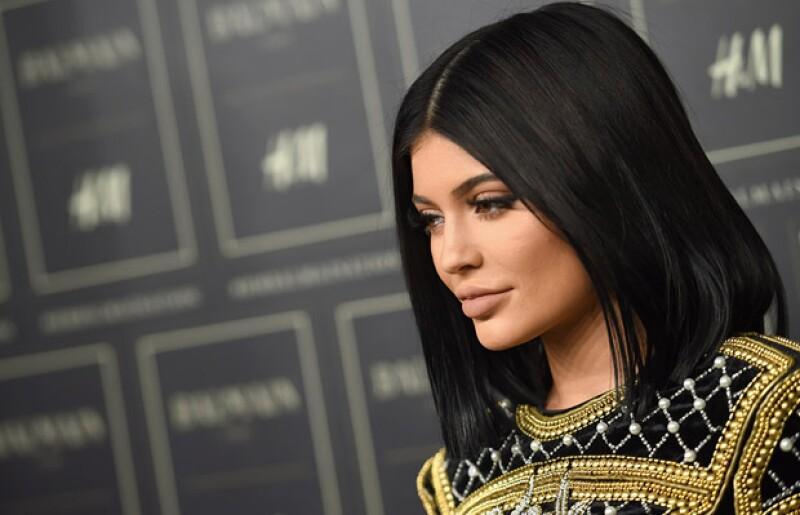 Como el rey Midas, Kylie ha creado toda una industria en torno a su imagen, llevándose un nuevo récord con su último lanzamiento que se agotó en menos de un minuto. Descubre de qué se trata.