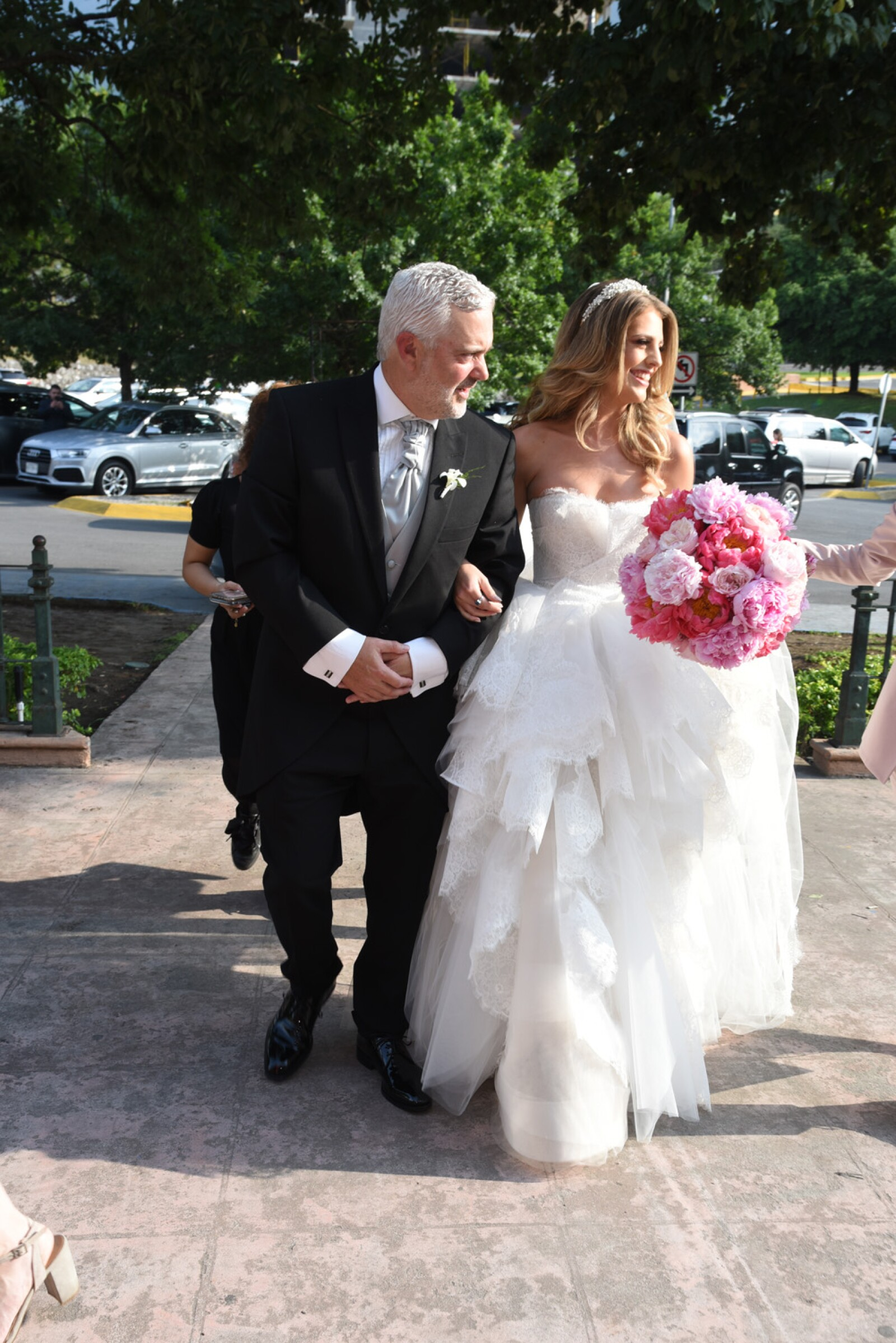 La novia acompa§ada de su pap† (1).jpg