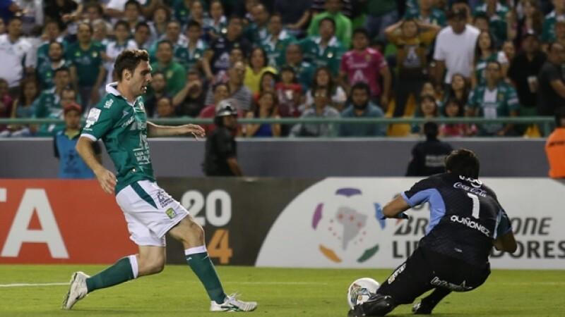 El delantero Mauro Boselli anotó el gol del empate para León ante Bolívar