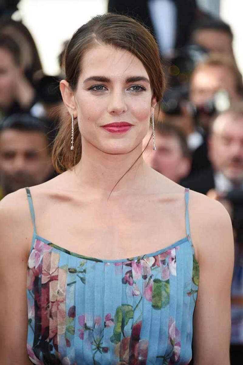 Aretes de cascada complementaron el look de la hija de Carolina de Mónaco.