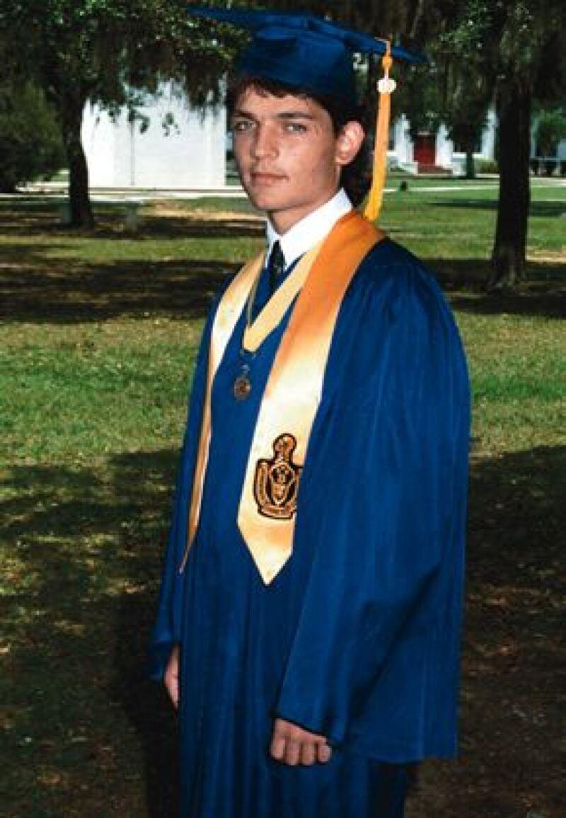 Se graduó de la prepa Monteverde, en Florida, con uno de los mejores promedios.
