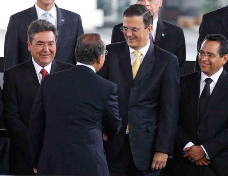 El presidente Felipe Calderón y el jefe de Gobierno del DF, Marcelo Ebrard, se dieron la mano durante el informe.