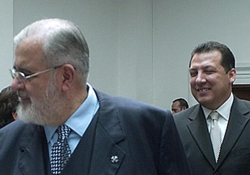José Luis Soberanes (izq) será sustituido en la CNDH a partir del 16 de noviembre por Raúl Plascencia (der), quien fuera visitador durante su gestión. (Foto: Notimex)