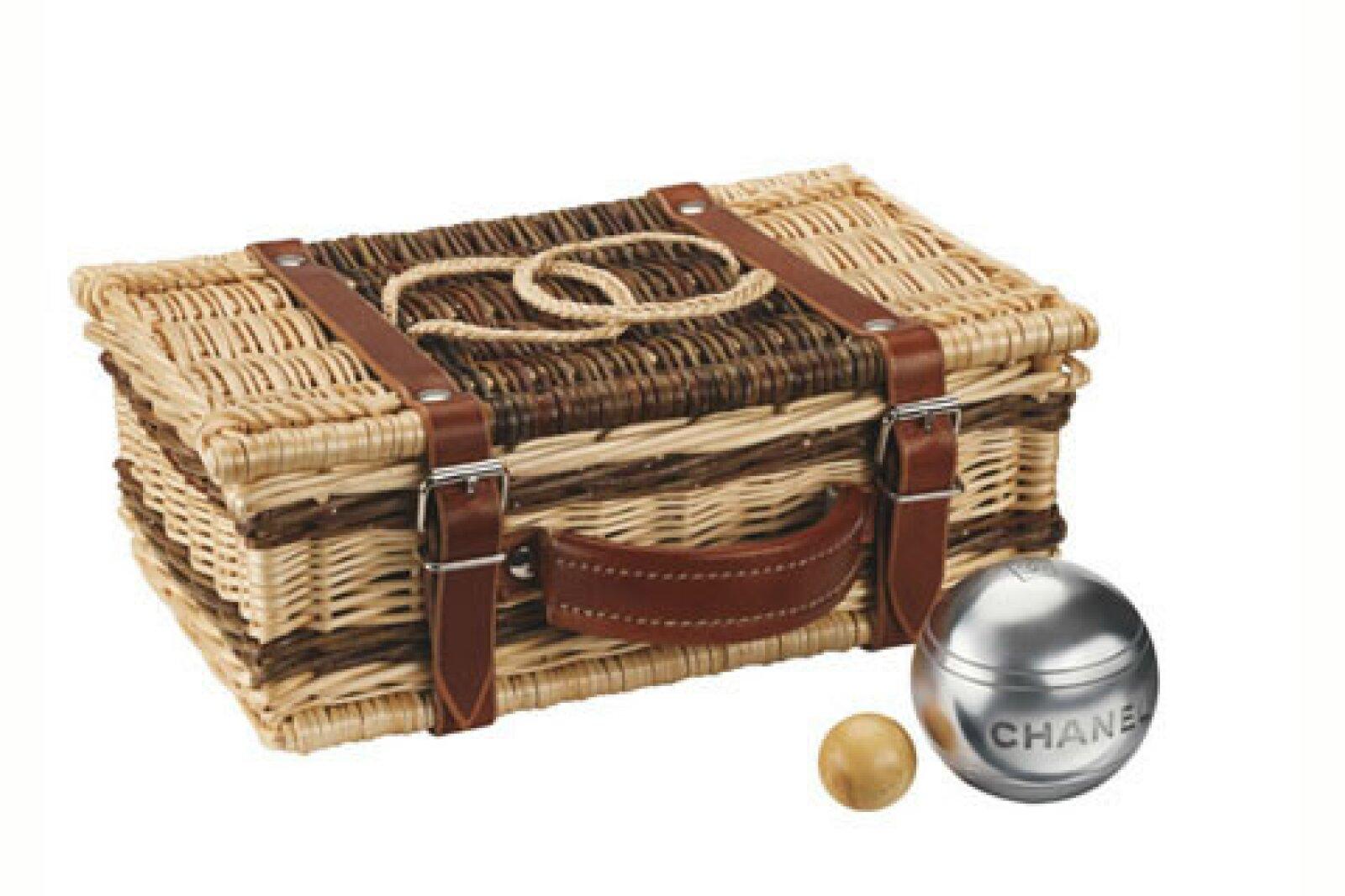 Uno de los juegos típicos franceses en la petanca por lo que Chanel no podía desaprovechar y hacer un kit de este.