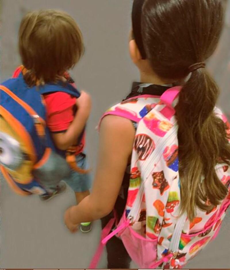 Tras aterrizar, Thalía preparó a sus hijos para la escuela y prueba de ello es esta imagen.