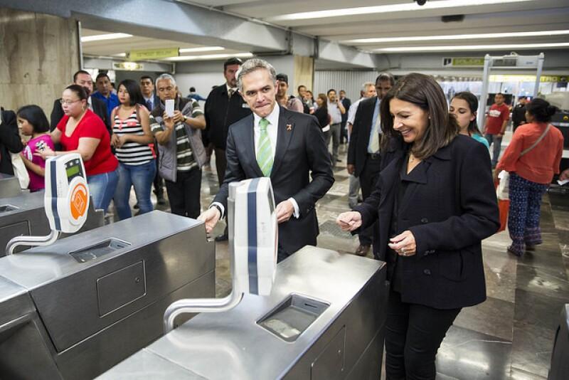 Anne Hidalgo y Miguel Ángel Mancera en el metro de la CDMX