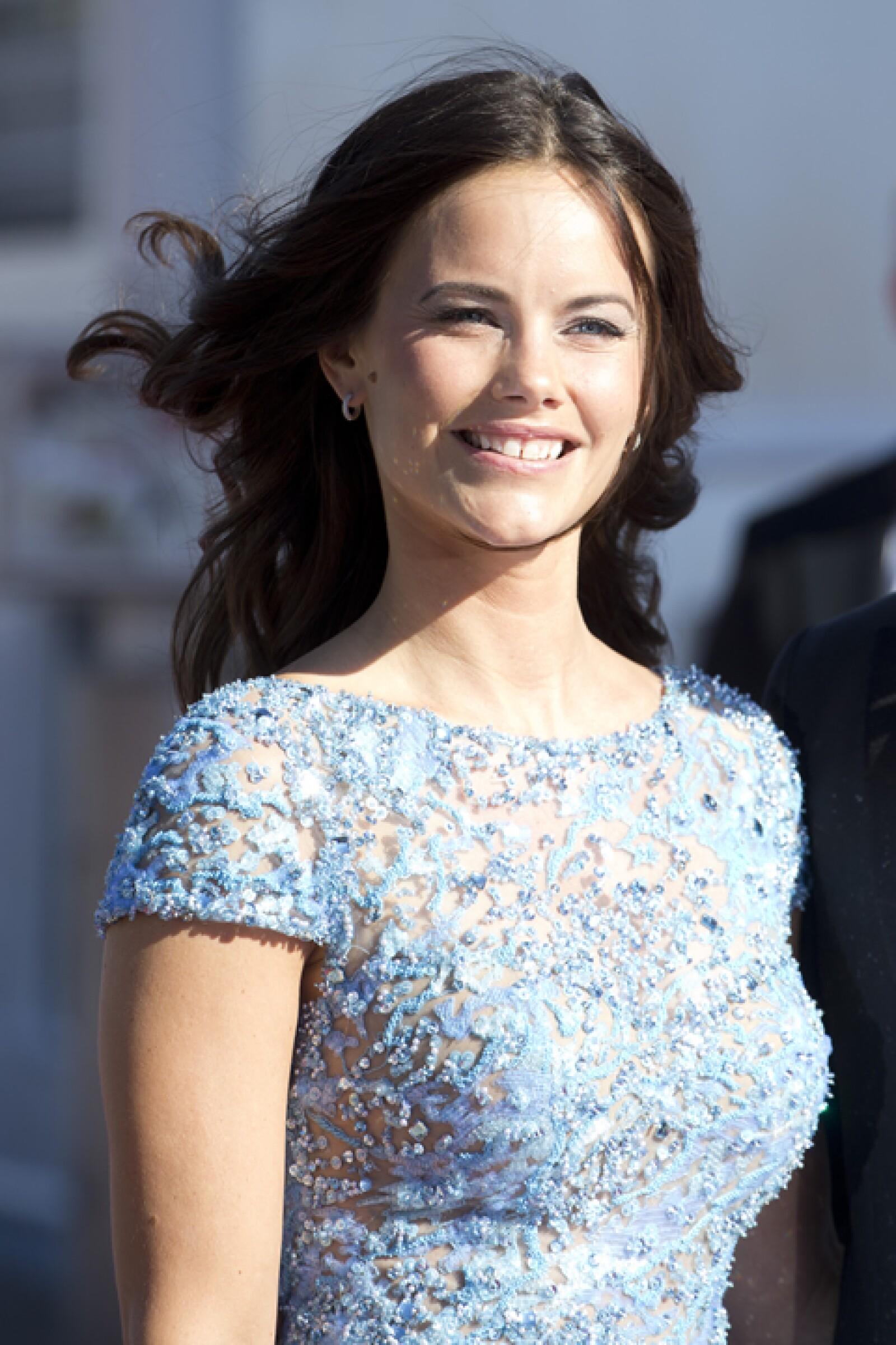 Ella es la princesa Sofia de Suecia y duquesa de Värmland por su matrimonio con el príncipe Carl Philip de Suecia y duque de Värmland.