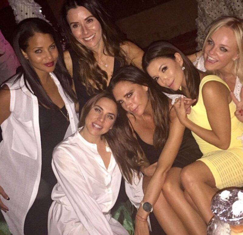 Victoria agradeció compartir la noche con sus amigas.