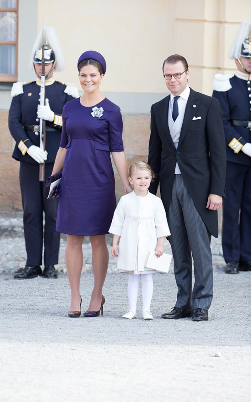 Victoria de Suecia junto a su esposo Daniel y su hija Estelle.