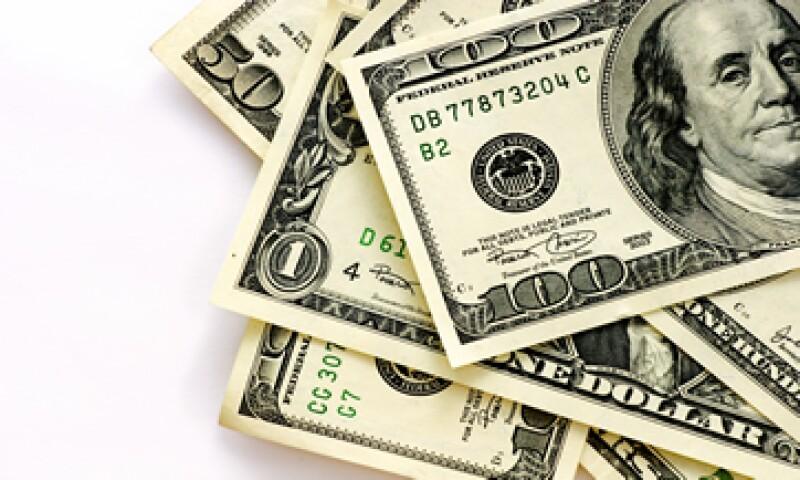 En su valor interbancario, el dólar llega a los 14.81 pesos.  (Foto: iStock by Getty Images. )