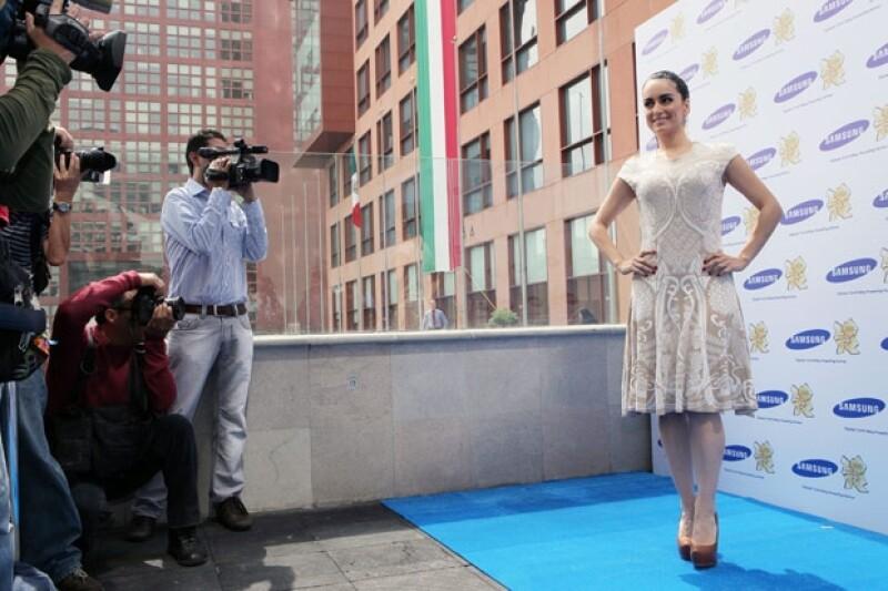 La bella actriz dijo sentirse muy honrada por participar en esta campaña de la marca Samsung.