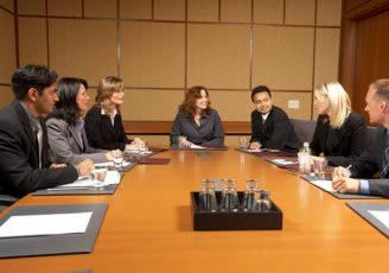 junta-reunion-oficina-empleados-JI.jpg