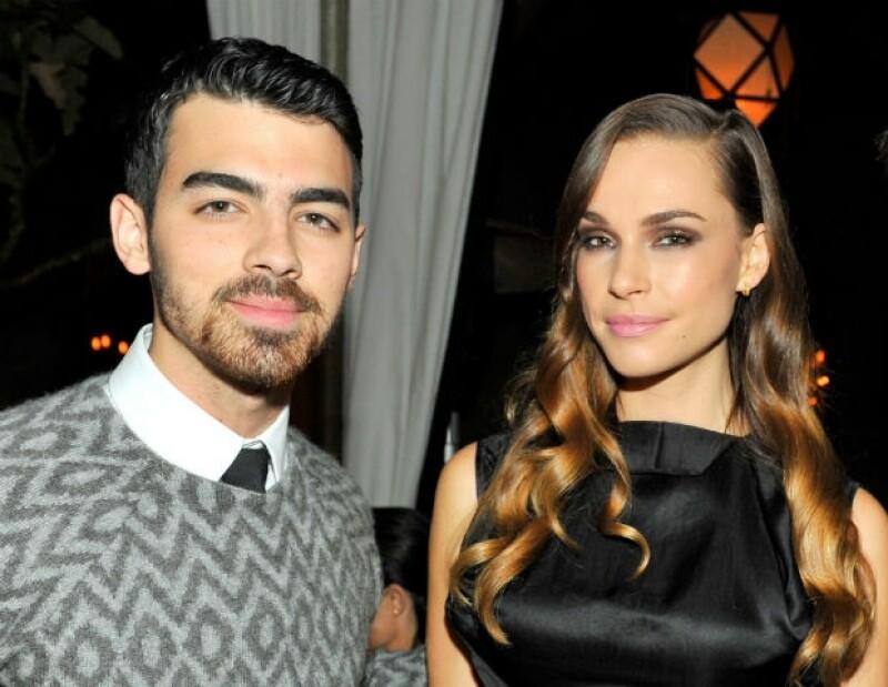 Joe tiene 24 años y Blanda es mayor que él, pues tiene 29.