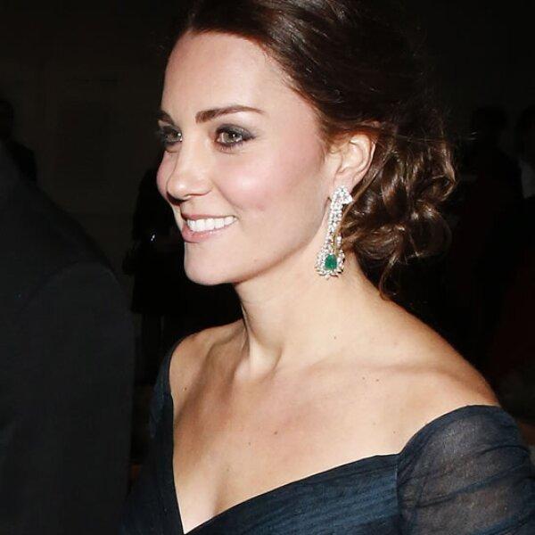 El 9 de diciembre por la noche Kate eligió un vestido que ya habí usado.