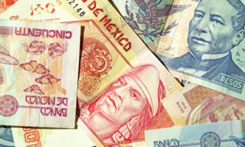 En ventanillas bancarias, el dólar se ubica en 16.40 pesos a la venta. (Foto: shutterstock.com)