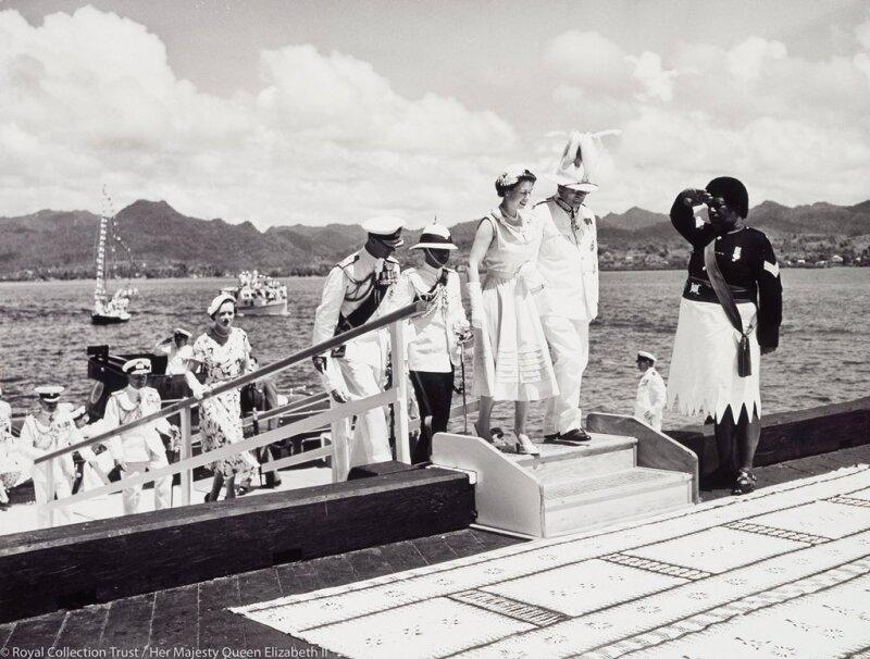Isabel II y Felipe en Fiji 1953