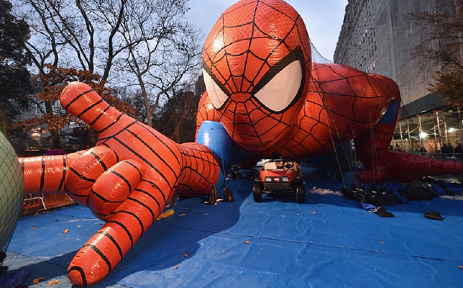 Cerca de 52 figuras inflables recorren las calles de Manhattan.