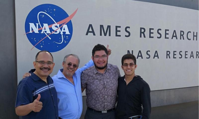 MEXICANOS NASA