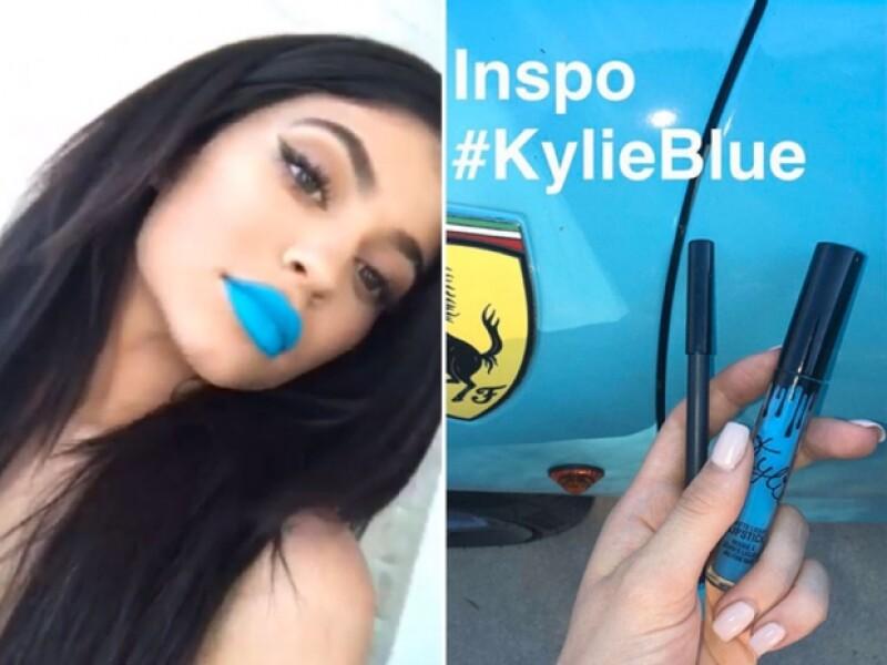 Kylie tomo con inspiración a su ferrari.