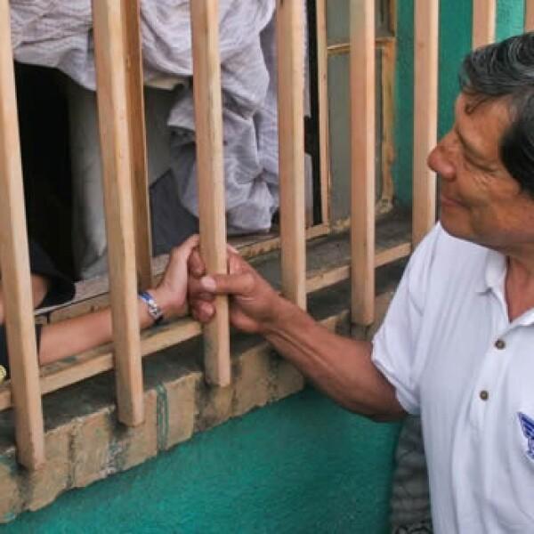 Josefina Vazquez Mota saludando a vecino