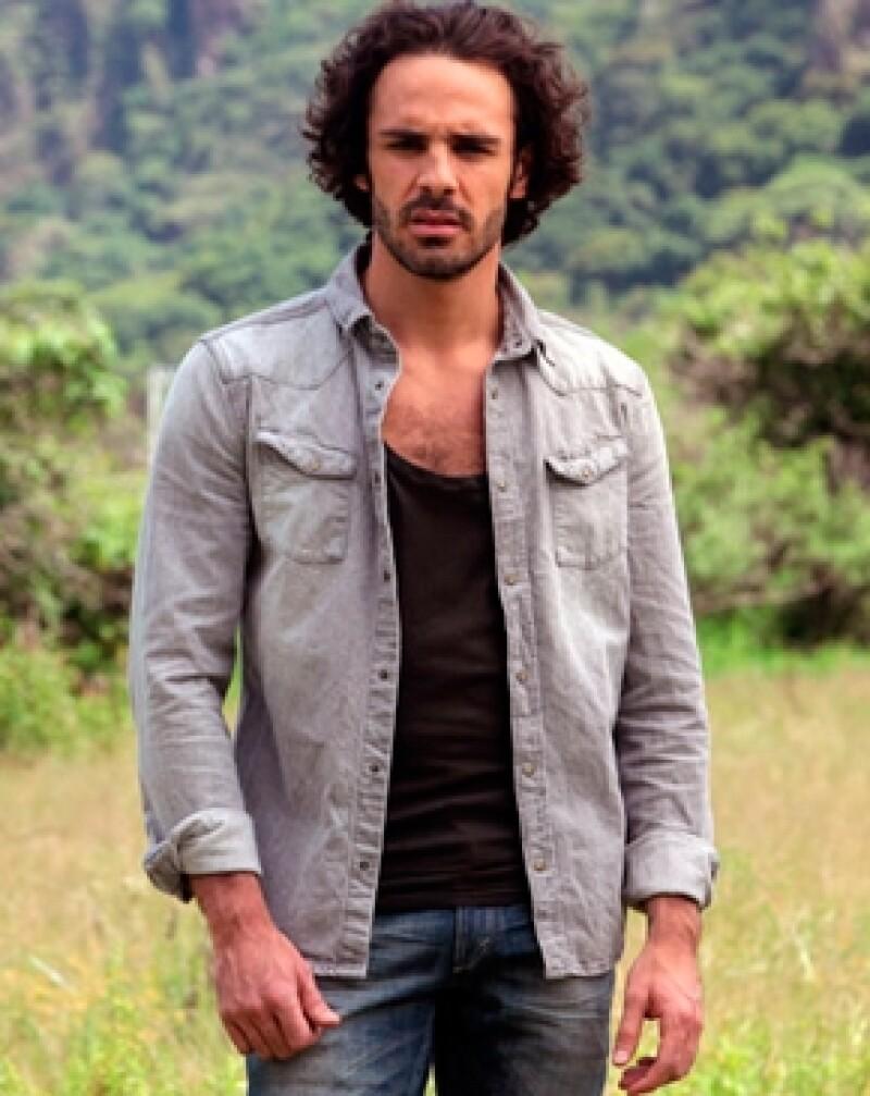 Pepe Díaz es un empresario exitoso, juega futbol, padel, acude diario al gimnasio y colecciona motos.