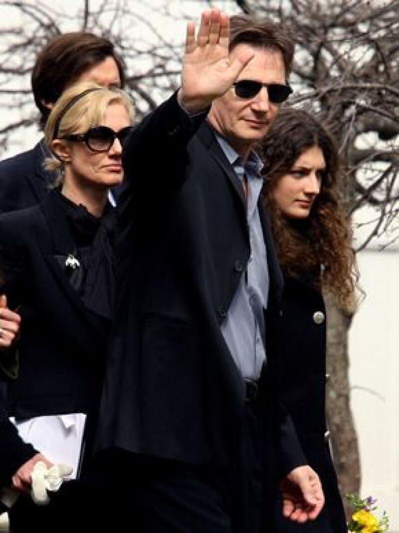 El actor y viudo de Natasha Richardson decidió regresar al rodaje de la cinta que realizaba, 'Chloe', cuando ocurrió el accidente de esquí en donde su esposa perdió la vida.