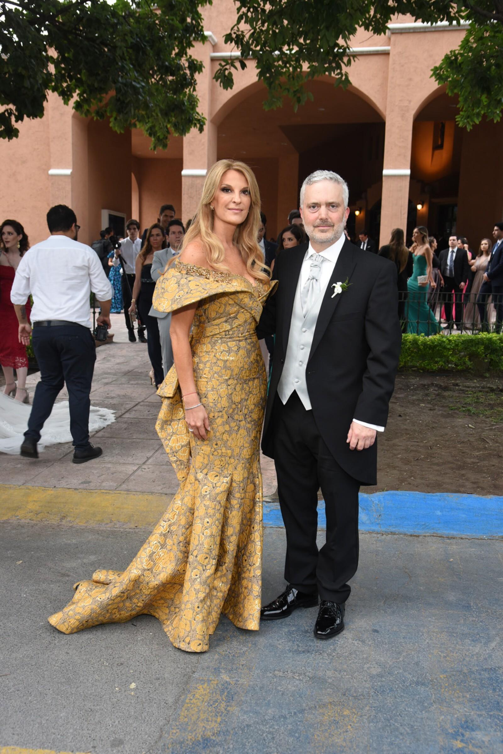 Maru Garcia Noriega de Gonzalez Ballesteros y David Gonzalez Ballesteros,  pap†s de la novia.jpg