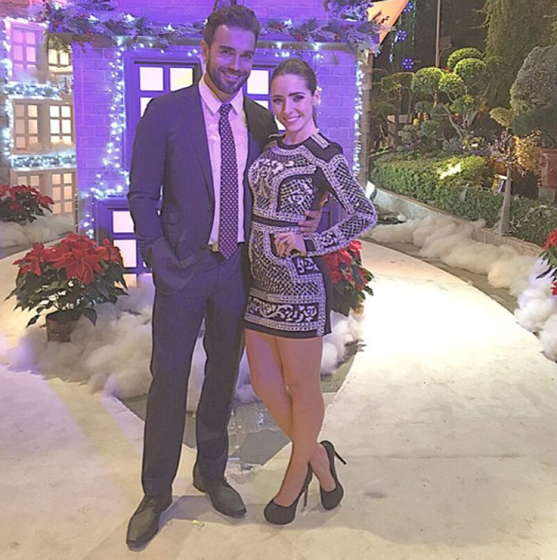 Ariadne Diaz y Marcus Ornellas en una posada navideña. Como ven, Ariadne aún no tiene mucha pancita.