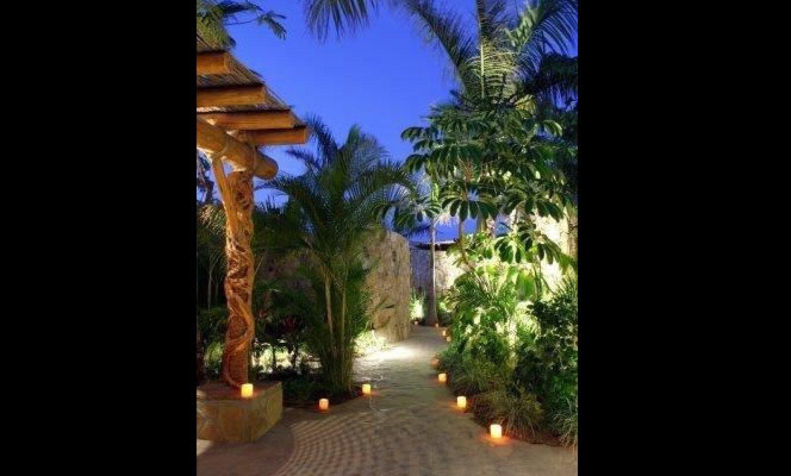 Dentro de sus instalaciones también está un estudio de yoga y cabinas VIP para parejas.