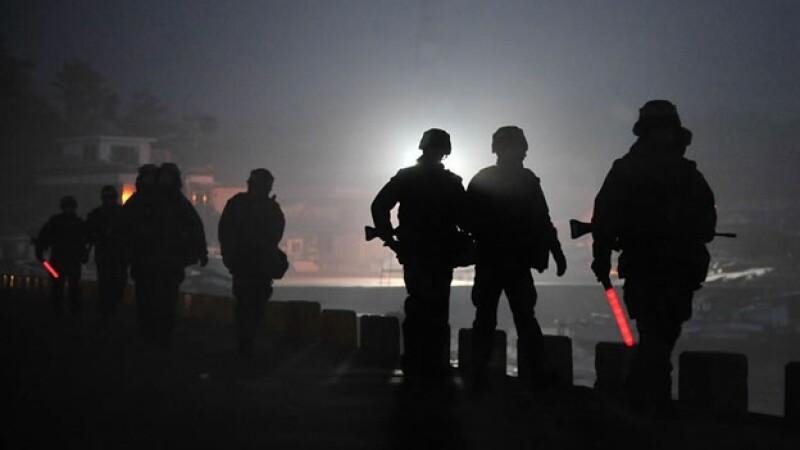 Soldados de Corea del Sur patrullan la frontera con Corea del Norte