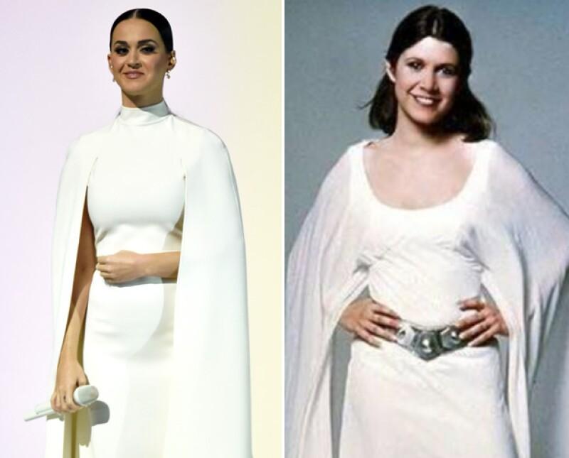El look de Katy fue comparado con el vestido de la princesa Lea.