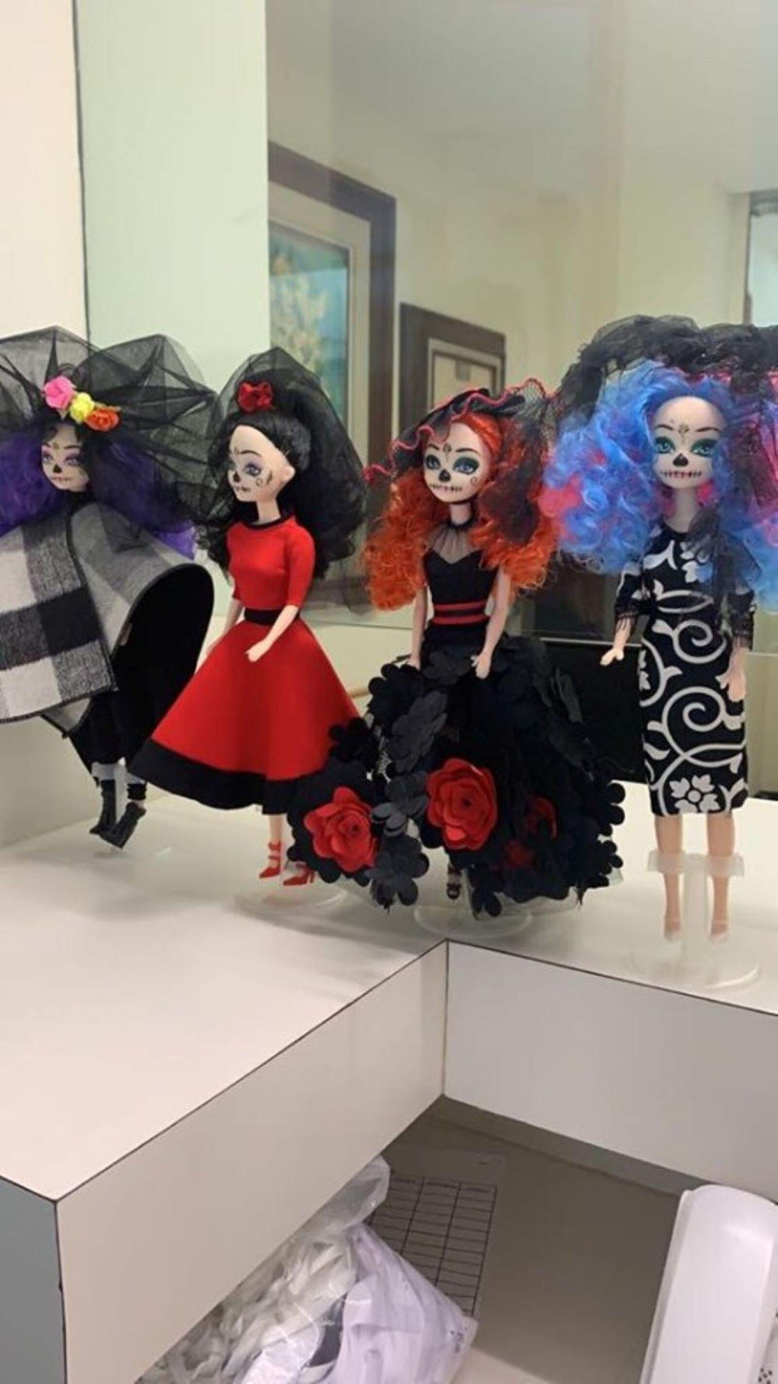 Recrean vestido de Beatriz Gutiérrez para una muñeca 19.jpg