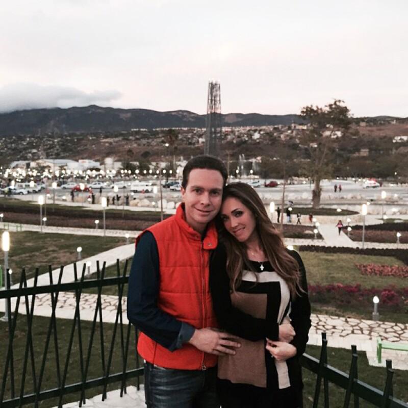 Recientemente Anahí publicó esta romántica foto con su prometido en Chiapas.