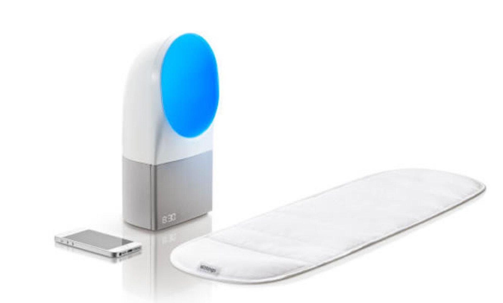 Esta lámpara emite luces de diferentes tonalidades gracias a un cojín que se instala en la cama, el cual mide la frecuencia cardíaca o presión arterial.
