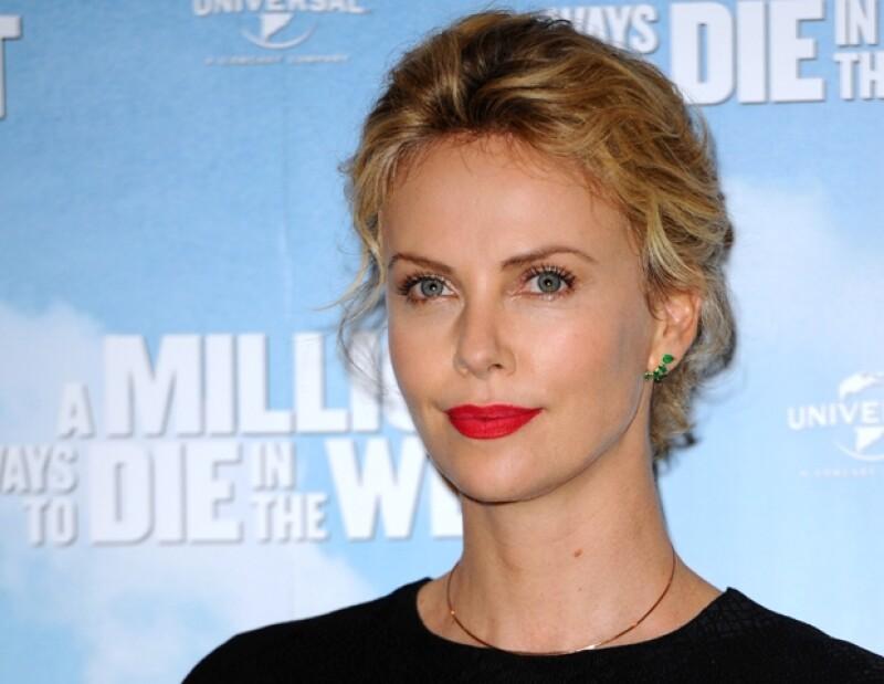 La actriz comentó a una publicación inglesa que no siente presión alguna por el tema del matrimonio, pues así disfruta su vida.