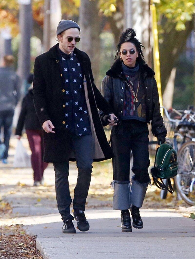 El rapero T-Pain reveló que la cantante británica próximamente se casará con el protagonista de la saga Twilight.
