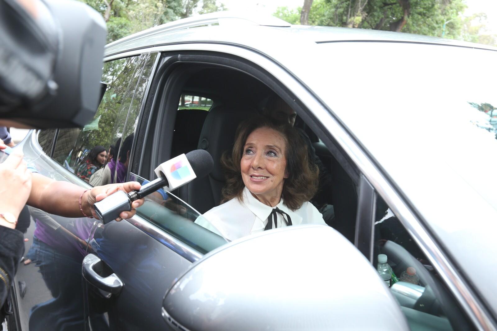 Lorena Velásquez al funeral de Edith González.