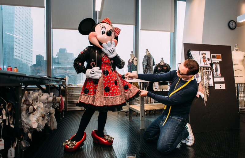 Minnie-Mouse-Coach