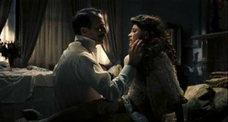 Irene Azuela con Daniel Giménez Cacho en una de las escenas de El Atentado.