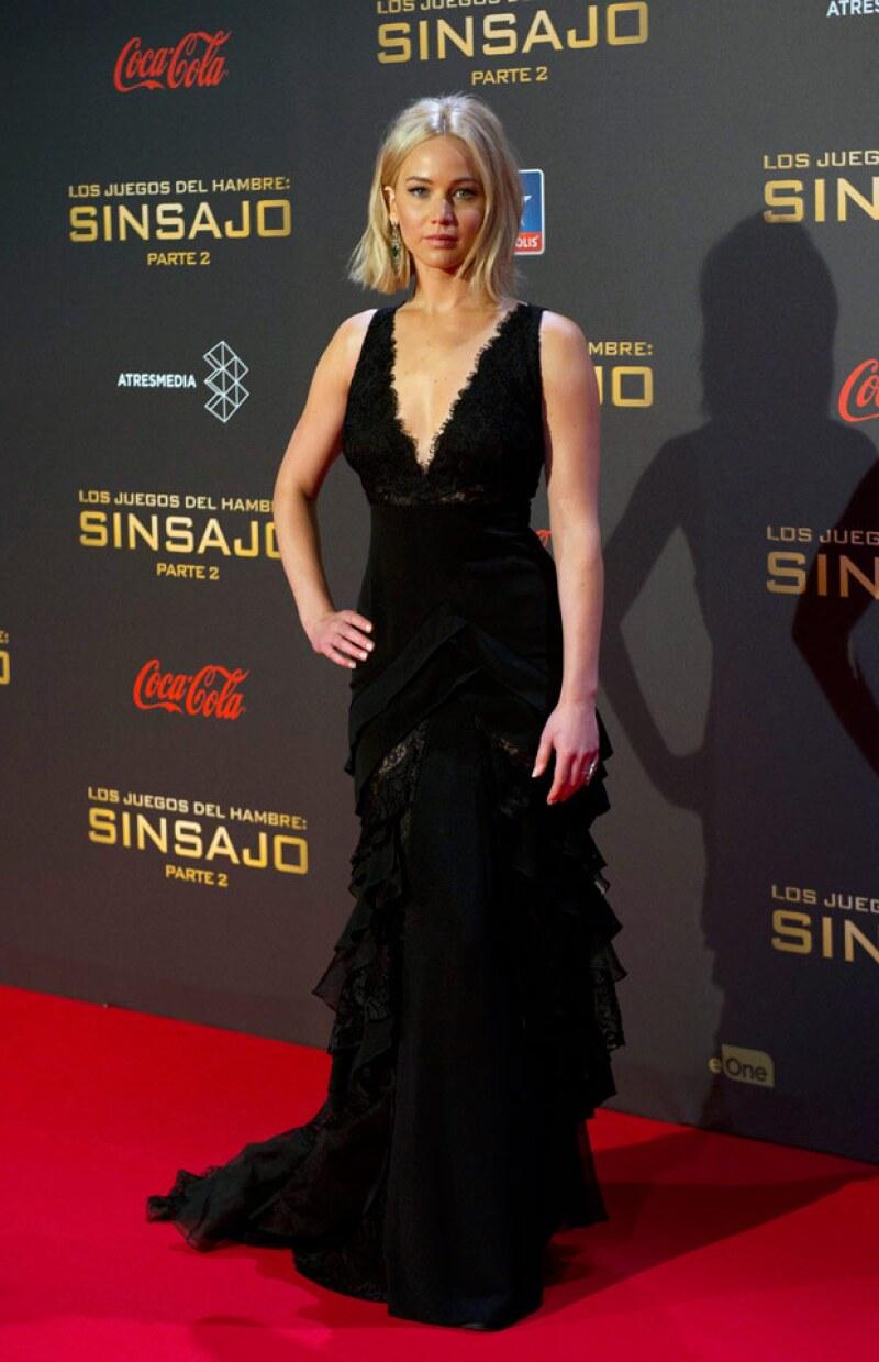 No es la primera vez que la actriz causa una escena y esta última caída parece confirmar que los tacones altos y los vestidos largos probablemente no son lo suyo.