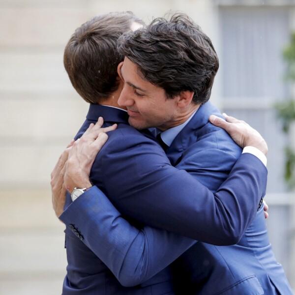 Abrazo Macron-Trudeau