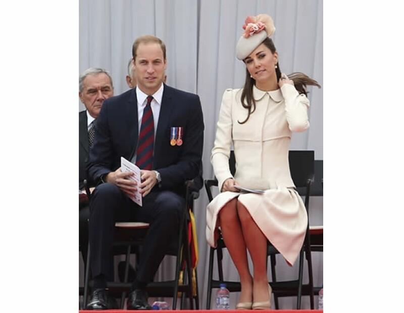 Kate Middleton no pudo haber lucido mejor mientras acompañó a su esposo el príncipe Guillermo a Bélgica. Aquí los detalles de su femenino y pulido look.