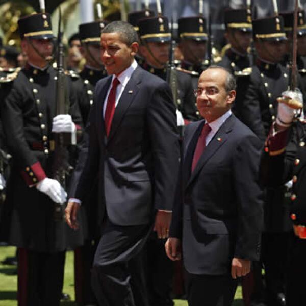 Felipe Calderón dio la bienvenida a su homólogo estadounidense en la Residencia Oficial de los Pinos con una guardia de honor.