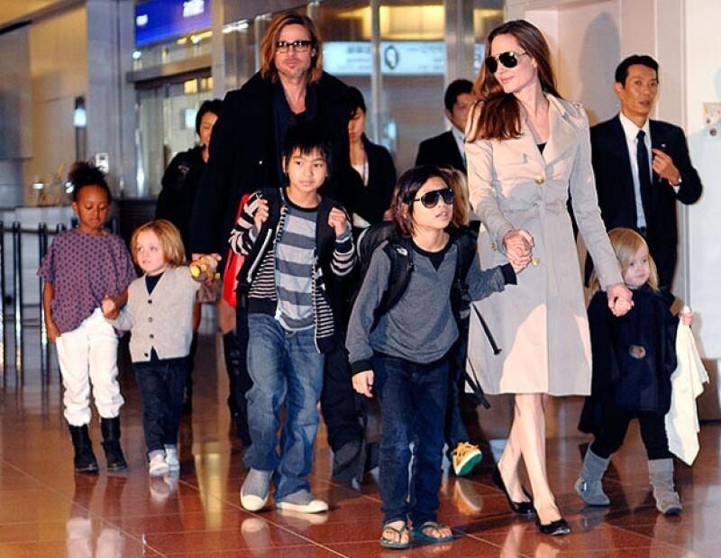 Brad Pitt y Angelina Jolie fueron captados con sus seis hermosos hijos.