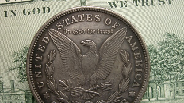 In God we trust on banknote and Morgan dollar coin