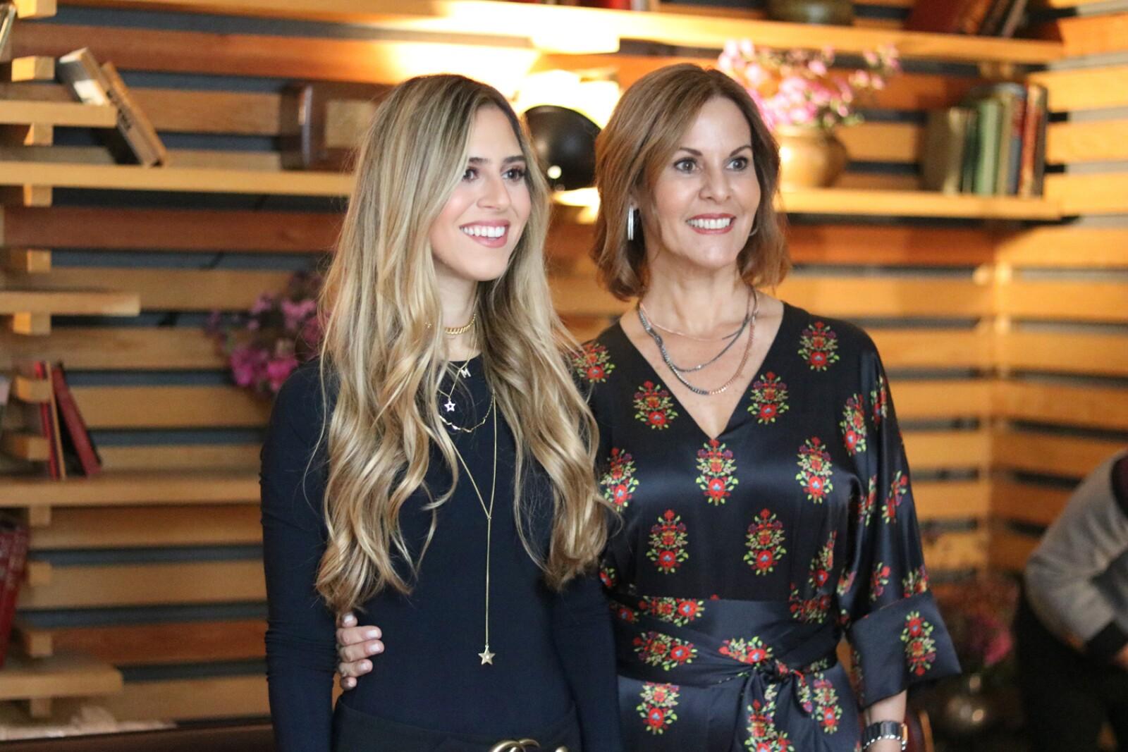 Maria Mercedes Simon y Maria de Simon.JPG